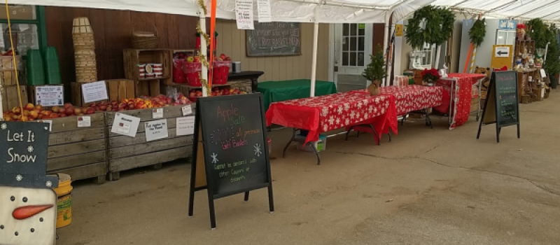 Highland_orchards_outdoor_market